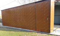 Garaż blaszany z dodatkowymi drzwiami